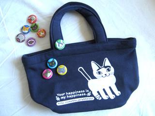 猫のバッグとバッジ